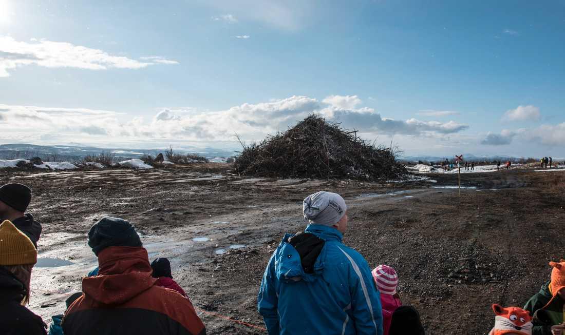 2500–3000 kirunabor hade samlats för att fira in våren.