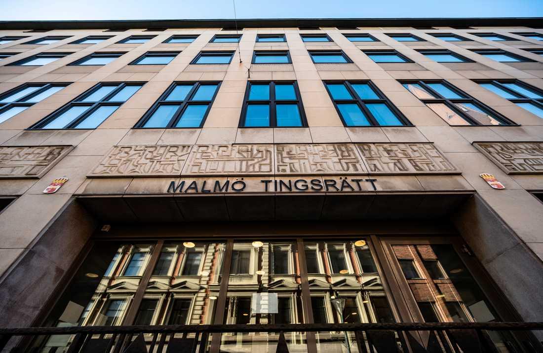 Två personer åtalas för att ha smugglat in hundar till Sverige. Arkivbild.