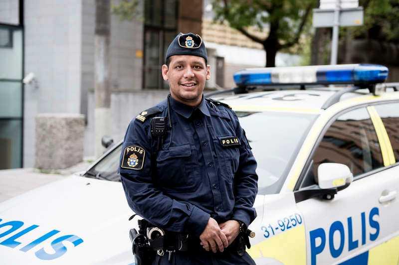 GÖMDE SIG FÖR POLISENNär John Franco kom till Sverige som femåring levde han som papperslös tillsammans med sin mamma under flera år. Han umgicks med kriminella under uppväxten - att han ändå växlade in på rätt bana tackar han sin mamma för.