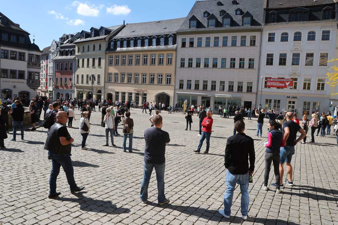 Demonstranter mot virusrestriktioner i staden Gera i östra Tyskland på lördagen. Deltagarna vägrade att bära munskydd.