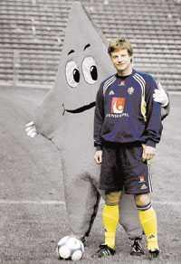 INGEN STJÄRNA Han var uppe bland stjärnorna då   Stefan Schwarz. Nu har han fallit och landat i Sunderland. Inget spel på hela säsongen och alla undrar om hans karriär är över.