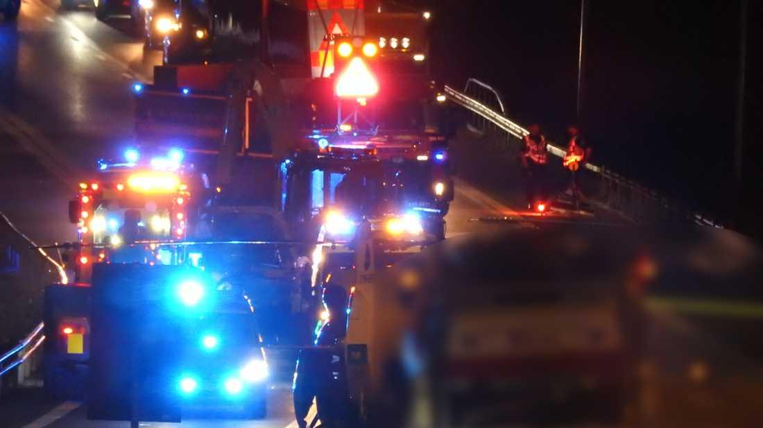 En person hämtades med ambulanshelikopter från olycksplatsen.