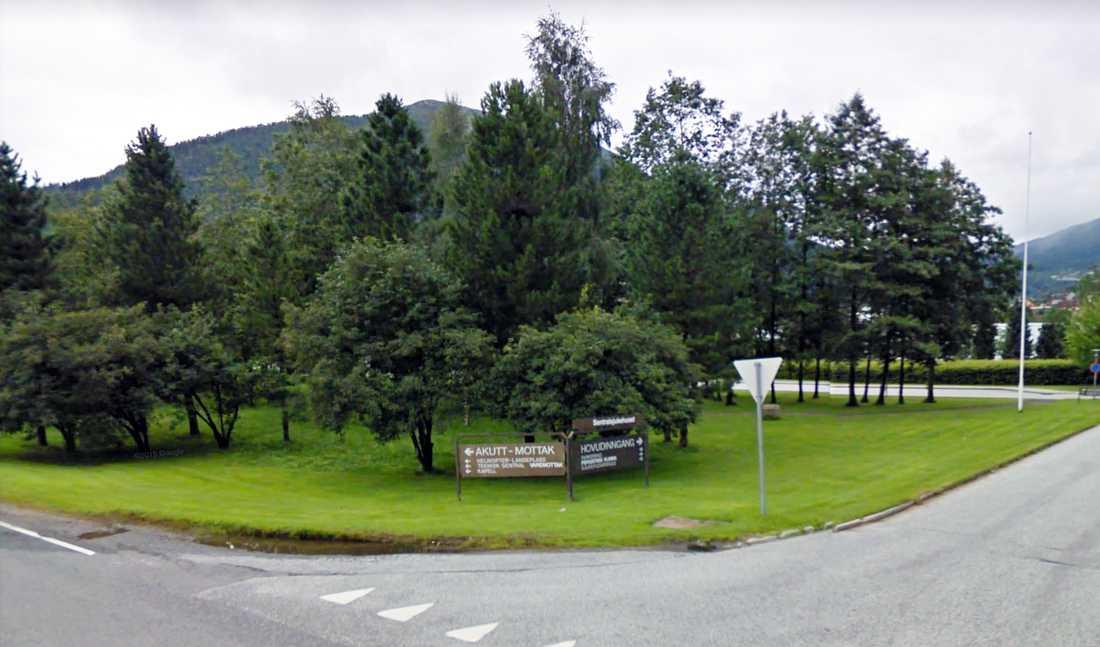 Väl hemma har personen blivit sämre och sämre och sökte vård på sjukhuset i Førde, på norska västkusten.