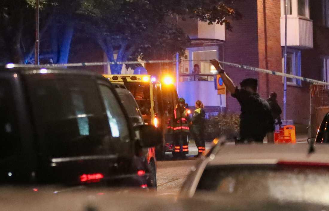 Polisen i arbete efter en av skjutningarna.