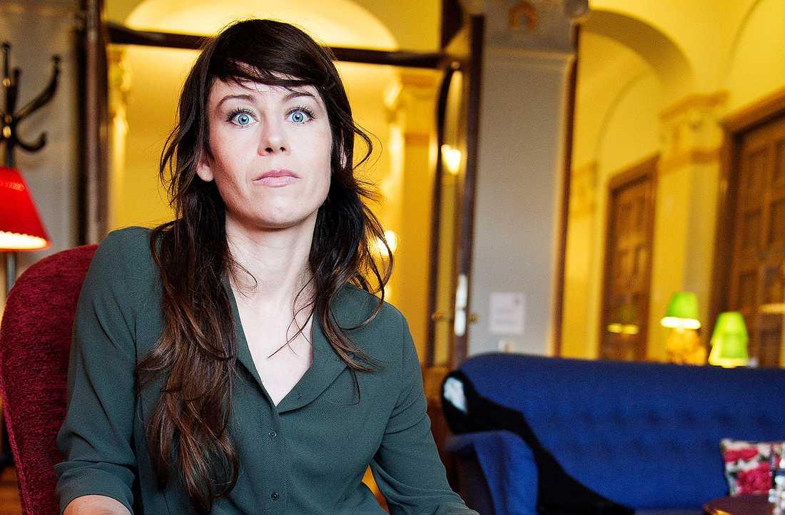 """Omdiskuterad film Debatten om Anna Odells """"Återträffen"""" inleddes med att Anders Johansson ifrågasatte den okritiska filmkritiken (Aftonbladet 3/1)"""