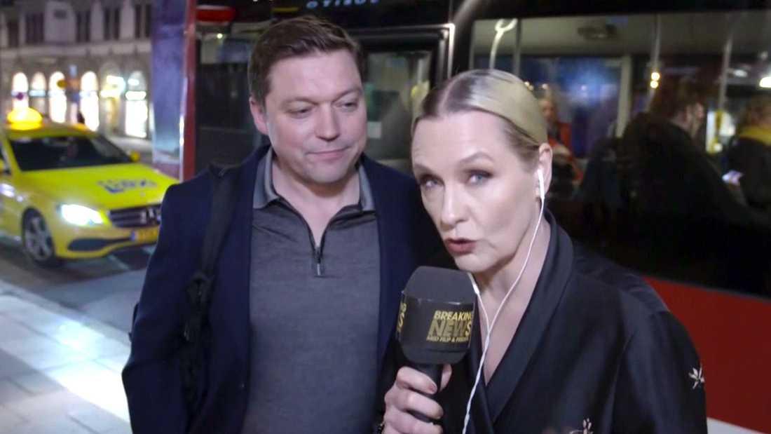 Med i bussen följde Regina Lund, som passade på att intervjua förbipasserande.