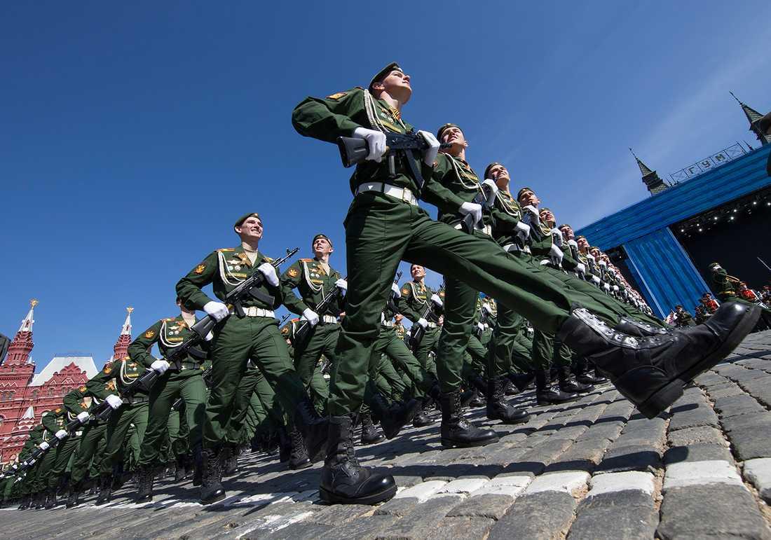 12 000 soldater och 250 flygplan deltar i den ryska övningen, enligt BBC.