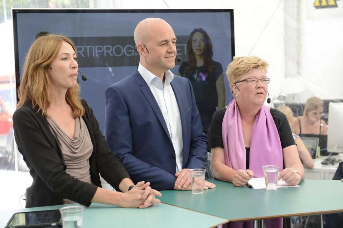 Statsminister Fredrik Reinfeldt gästade Aftonbladets tält i Visby – och grilladesi det direktsända Partiprogrammet