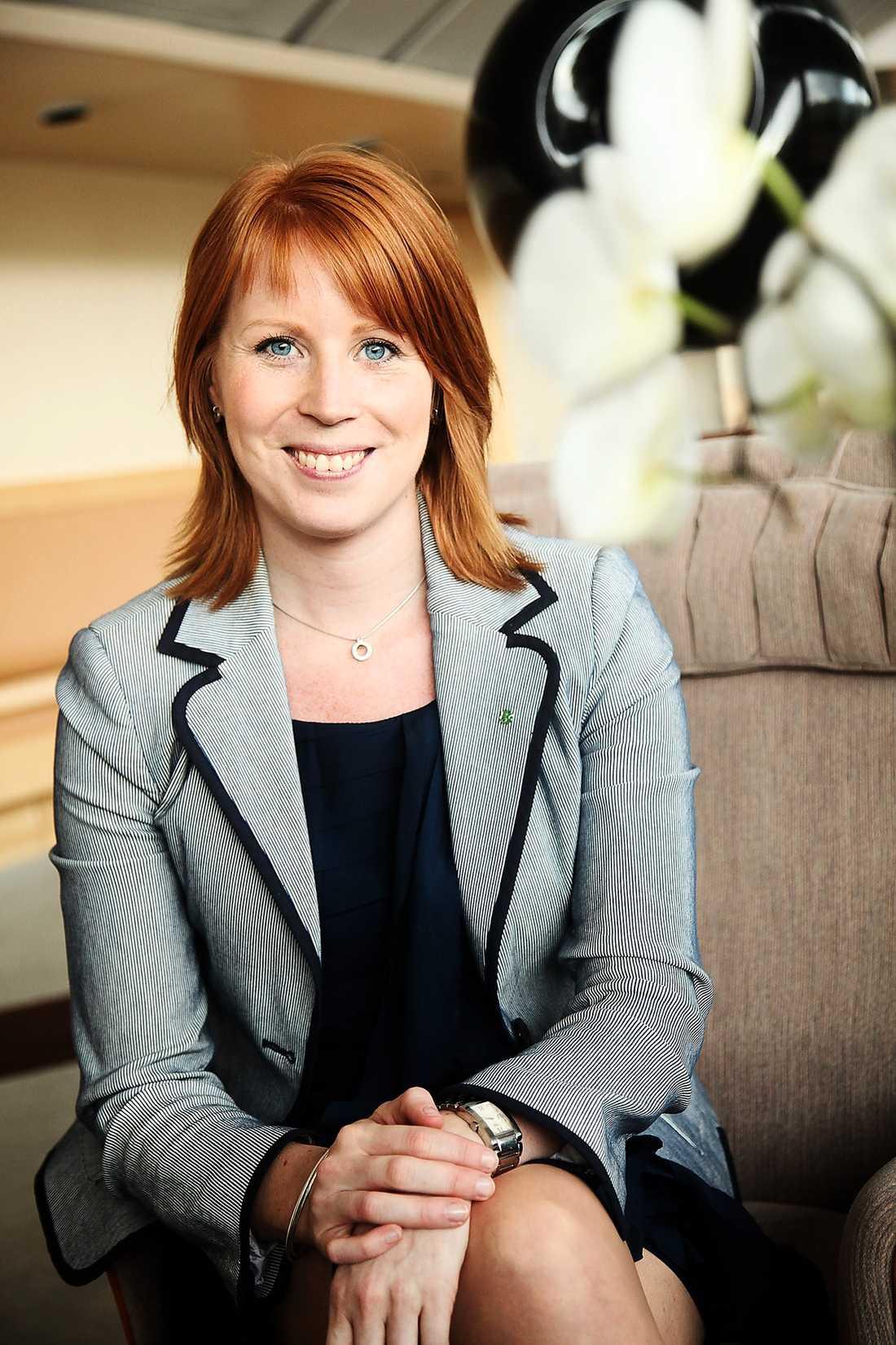 Annie Johansson har ett grundligt stöd bland Centerns väljare i hela landet. Hon är ett självklart val som ny partiledare, menar debattörerna.