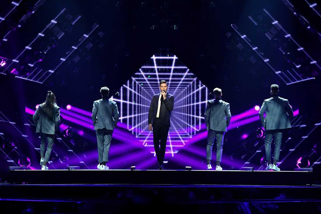 Både dansare och körsångare försvinner i Eurovision.