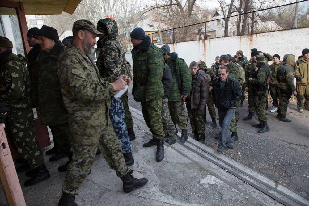 Separatister under det pro-ryska parlamentsvalet 2 november 2014.