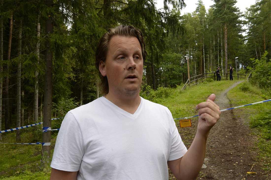 """""""Jag blev chockad när jag hörde vad som hänt. Både på grund av att det är en kvinna i samma ålder som min dotter, och dessutom att det hände just här"""", säger Anders Asplund."""