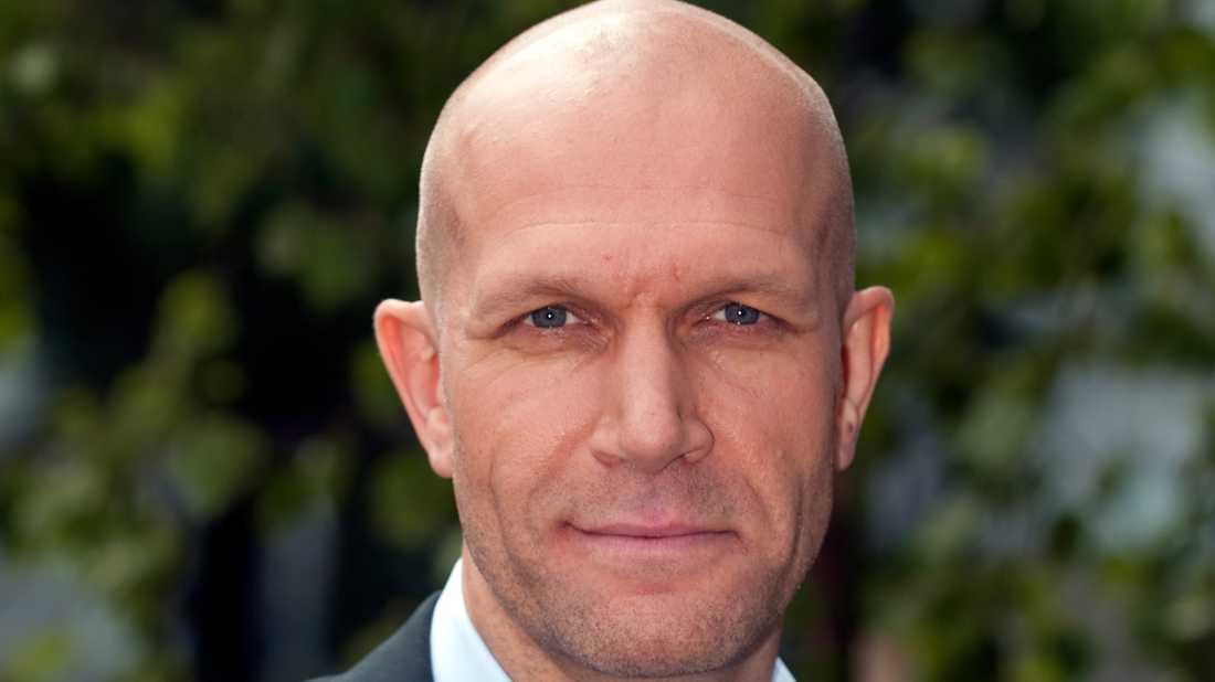 """Henrik Hjelt återvänder i rollen som reseledaren Mårten i tv-serien """"Playa del sol"""". Arkivbild."""