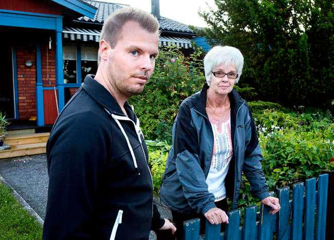 """Oroliga """"Det är oroligt här i byn. Folk vågar inte lämna sina hus för att åka på semester och de vågar inte heller gå ut"""", säger Fredrik Värnebjörk och får medhåll av grannen Lynn Lindström som har bott i Mehedeby i 50 år."""
