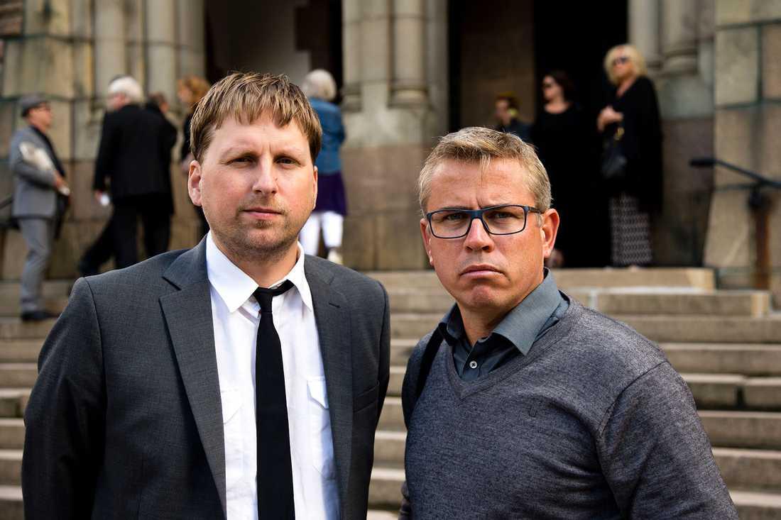 Nöjesbladets Joni Nykänen och fotograf Anders Deros på Freddie Wadlings begravning.