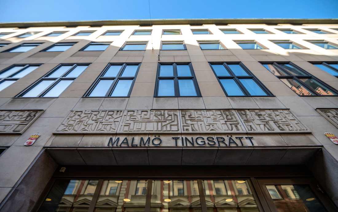 En okänd person stal bilder på en mördad kvinna från en akt på Malmö tingsrätt. Arkivbild.