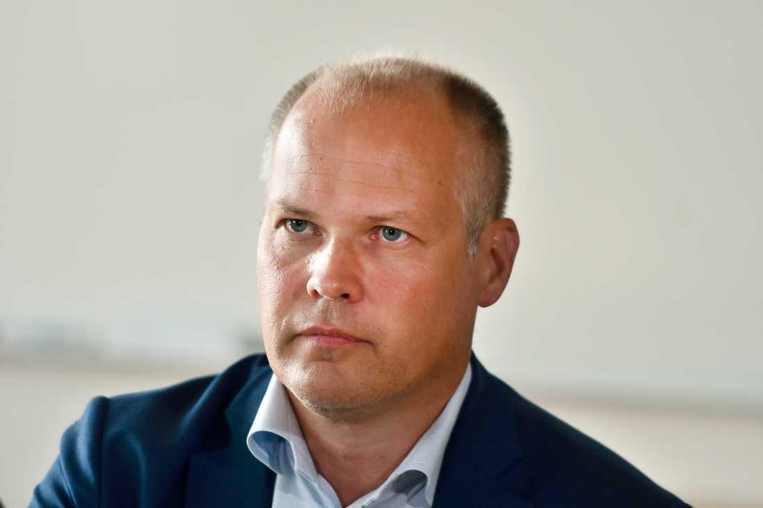 Justitieminister Morgan Johansson (S) försvarar ett kritiserat lagförslag som går ut på att låta åklagare utse offentliga försvarare. Arkivbild.