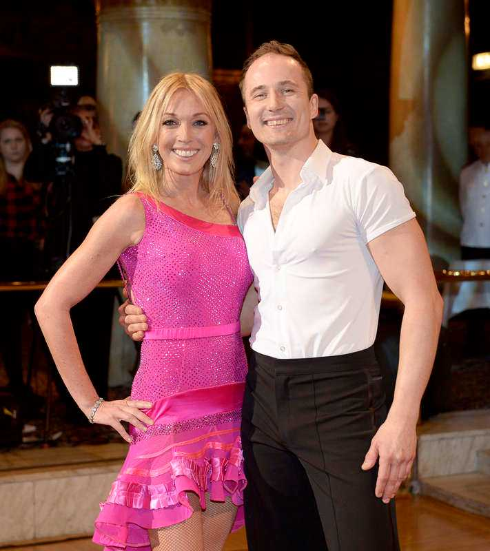 Linda Lindorff, 44, programledare, med dansaren Kristjan Lootus.