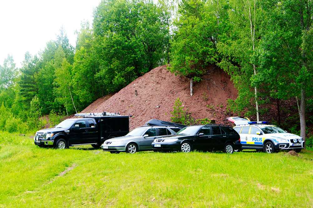 Polisen i Närke har spärrat av ett stort område.