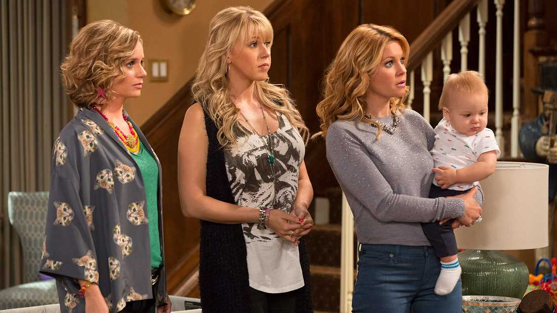 "Andrea Barber, Jodie Sweetin och Candace Cameron Bure i en scen ur ""Fuller House""."
