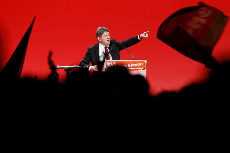 pekar åt rätt håll  Vänsterfrontens ledare Jean-Luc Mélenchon är på väg att föra den franska vänstern mot en historisk valframgång på söndag. På bara några månader har opinionssiffrorna tredubblats.