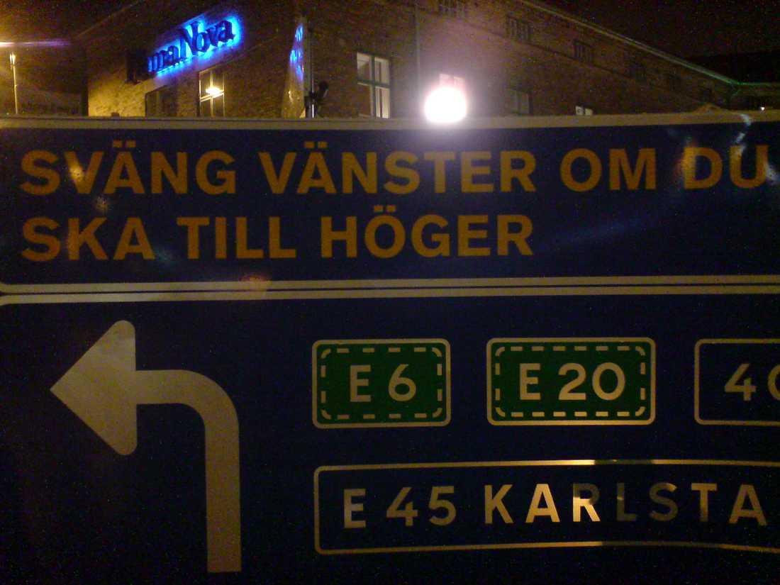 """Inga konstigheter. """"Denna skylt fann man i centrala Göteborg. Otroligt logiskt. Kanske en bra taktik för partierna inför stundande riksdagsval?"""", skriver Niklas Thell."""