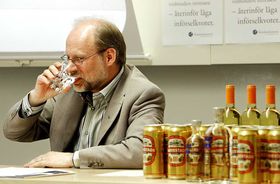 Stefan Attefall, (kd) Civil- och bostadsminister.