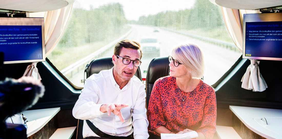 Ulf Kristersson och Elisabeth Svantesson vill utreda förbud mot muslimsk slöja i skolan