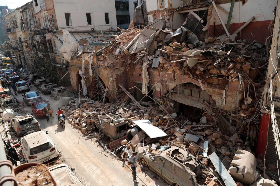 Förödelsen i Beirut är enorm. Byggnader nära explosionsområdet har raserats helt och i hela Beirut är de materiella skadorna stora.