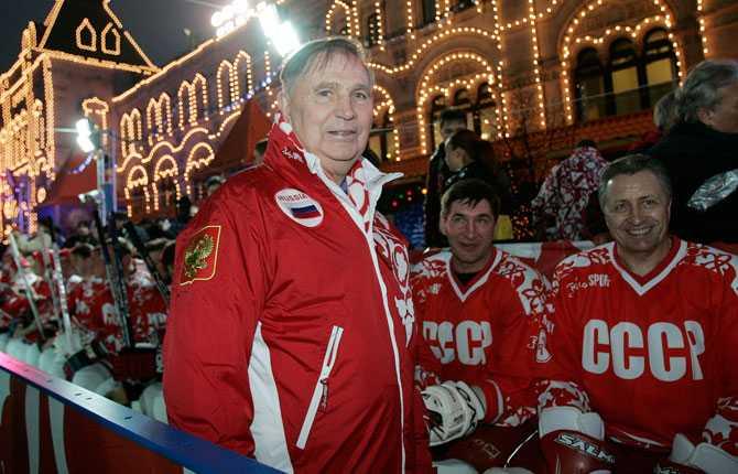 Legendariske och hårdföre tränaren Viktor Tichonov under superfemmans återförening 2006. Det var Tichonov som ledde Sovjetunionens hockeylag med järnhand under superfemmans glansdagar.