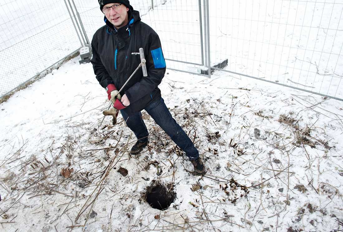 Geoteknikern Sten-Sture Jönsson vid Öxnehagahålet, som det kallas i folkmun.