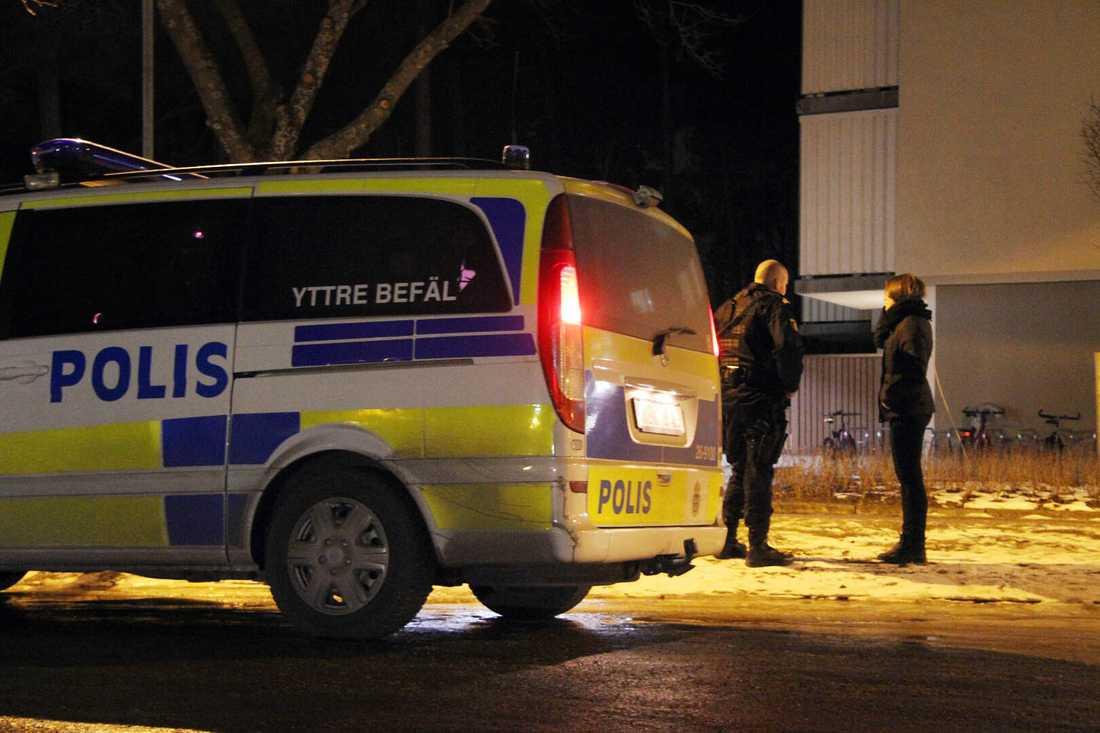 08906720576f Man skjuten i benet i Gävle. Polisen söker efter ...
