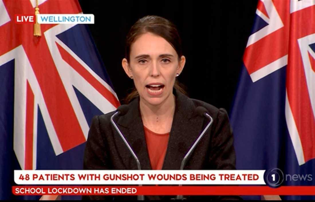 Nya Zeelands premiärminister Jacinda Ardern vid en presskonferens efter terrordådet i fredags.