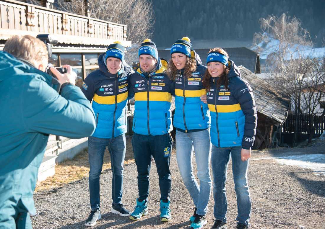 Det svenska laget i mixstafett Sebastian Samuelsson, Jesper Nelin, Hanna Öberg och Linn Persson (som kör i omvänd ordning).