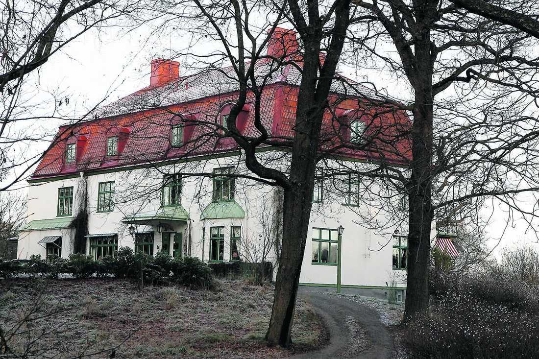 Drömpalatset Med sagolik utsikt över Stockholms inlopp och ett lugnt men centralt läge längst ut på Djurgården ligger Villa Parkudden. Innan prinsessan Madeleine skulle kunna flytta in behöver villan renoveras invändigt.