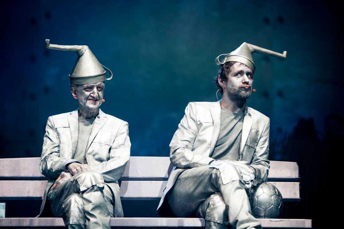 """Bosse spelade en av plåtgubbarna i """"Trollkarlen från Oz""""."""