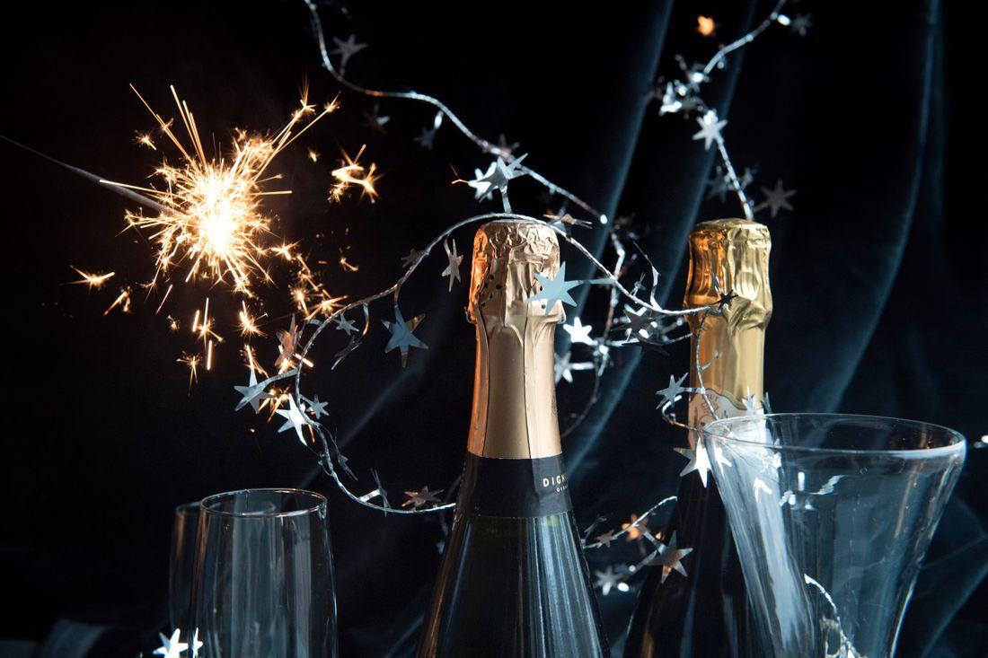 """Sedan millennieskiftet har nyårsfirandet blivit """"champagnefierat"""" med ännu mer glitter och lyx. Arkivbild."""