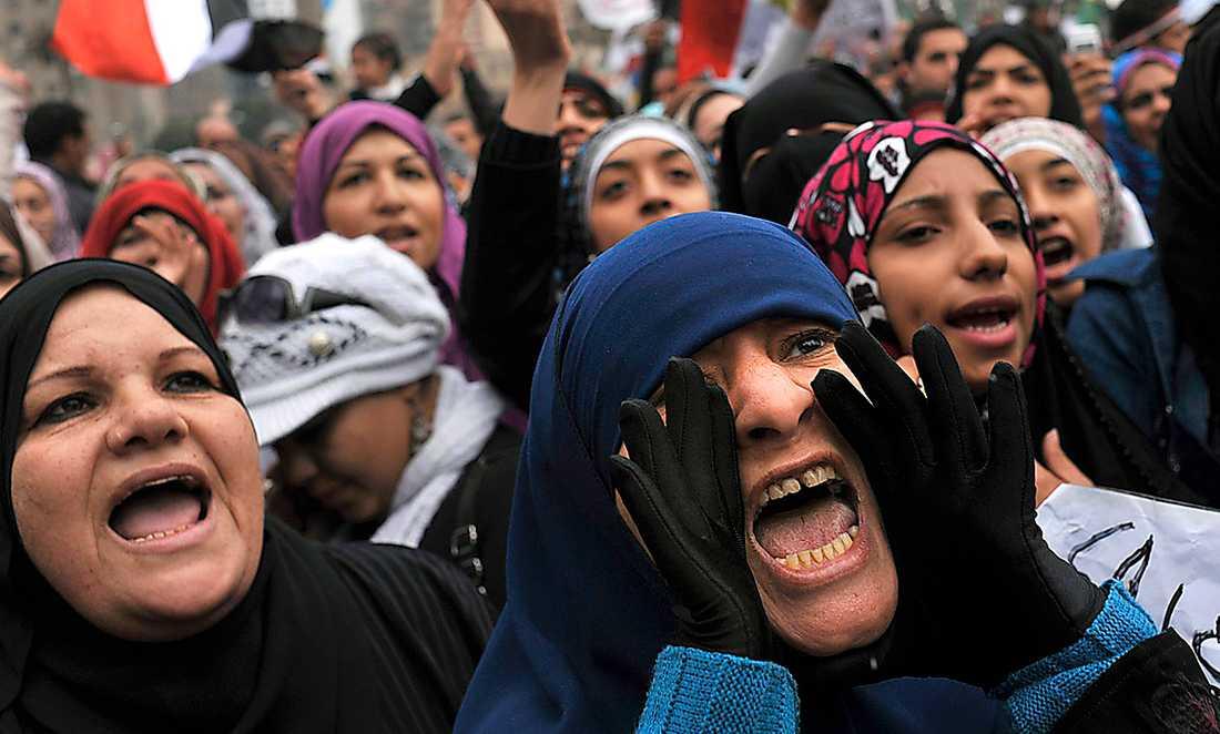 fortfarande frihetslängtan Egyptiska kvinnor på Tahrirtorget skriker ut sina protester mot den styrande militären. Foto: