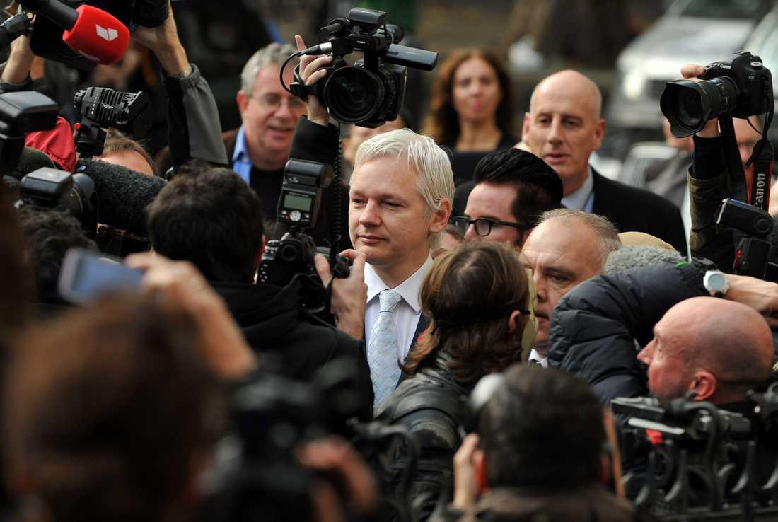Mediauppbådet var stort när Assange anlände till rätten på onsdagsförmiddagen.