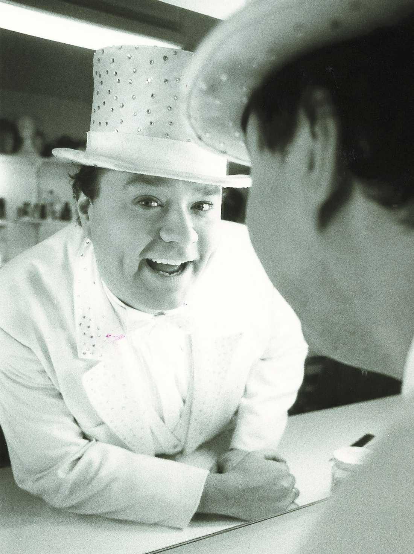 REVYMÄSTAREN Ulf Larsson var som besatt av Casinorevyn och försökte på senare år blåsa liv i den gamla humortraditionen.
