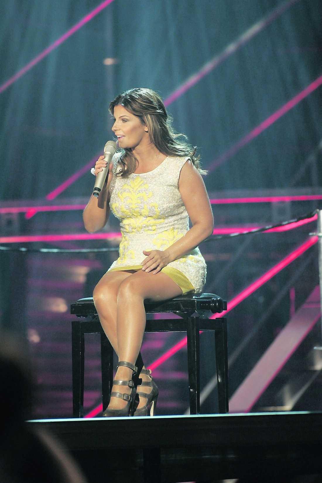 DÅ Carola på scenen under Melodifestivalen 2008, där hon uppträdde med Andreas Johnson.