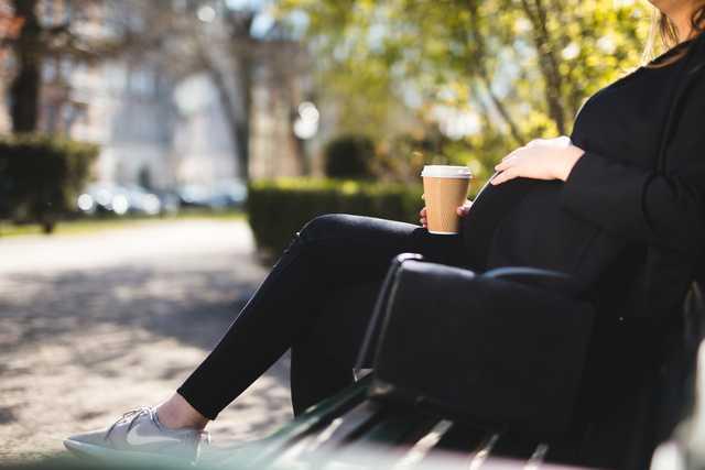 Kaffe under graviditeten är relaterat till barnets risk för övervikt eller fetma i skolåldern.