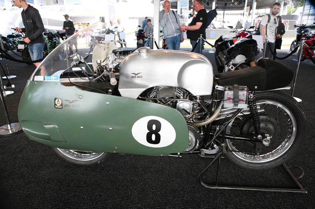 En hoj för riktiga våghalsar. Eller vad sägs om att dra på fullt med denna Moto Guzzi 500 V8 byggd 1957?