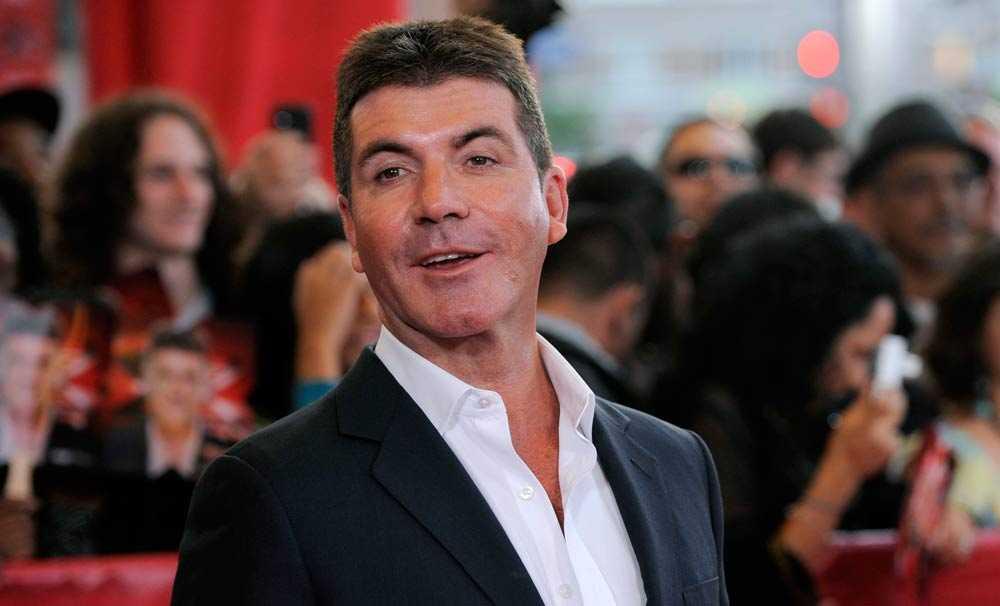 Tv-stjärnan Simon Cowell bestals av kvinna han träffat på krogen.