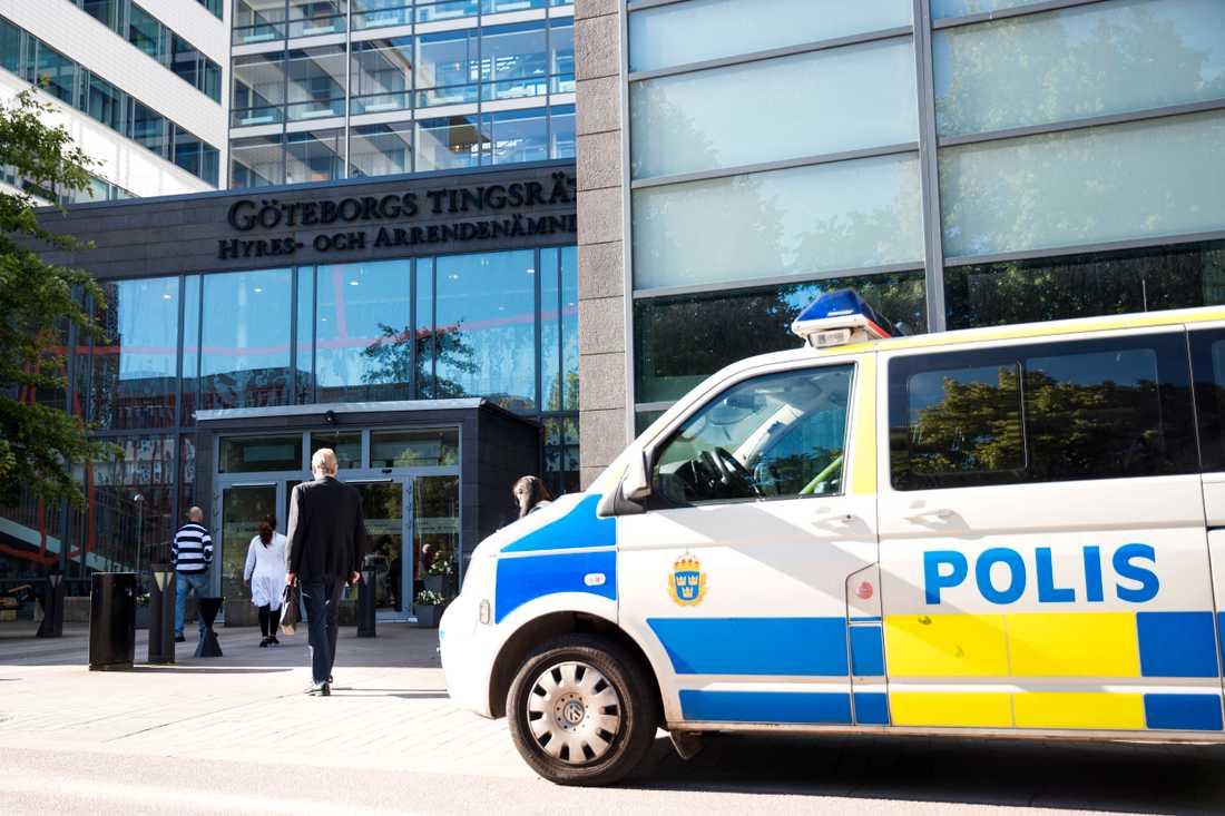 I dag inleddes rättegången efter sprängdåden vid Göteborgs tingsrätt