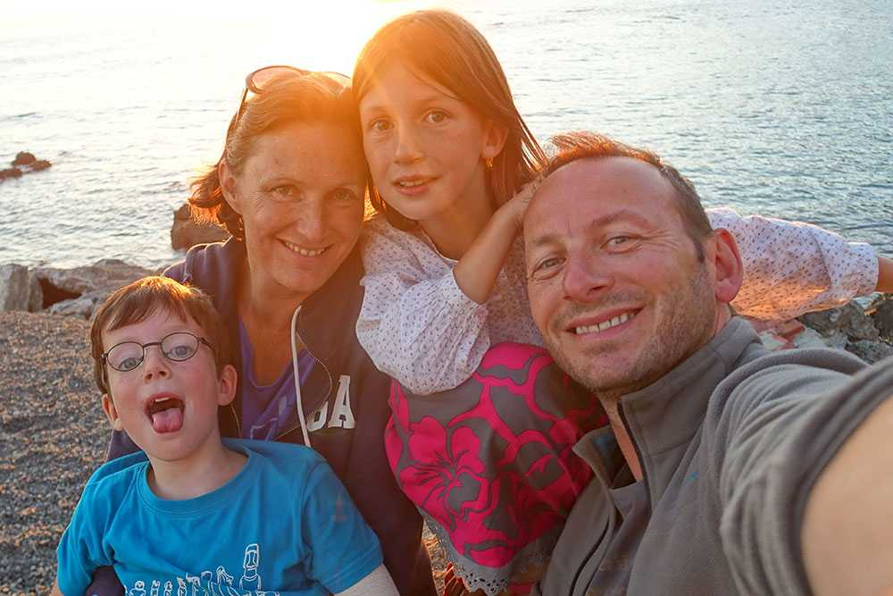 Hela familjen Donguy: Anatole, mamma Anne, storasyster Lucie och pappa Fabrice.