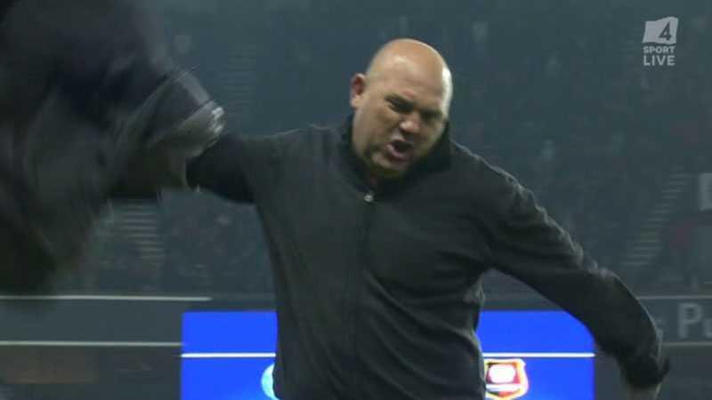 Rennes tränare var allt annat än nöjd med domarens beslut.