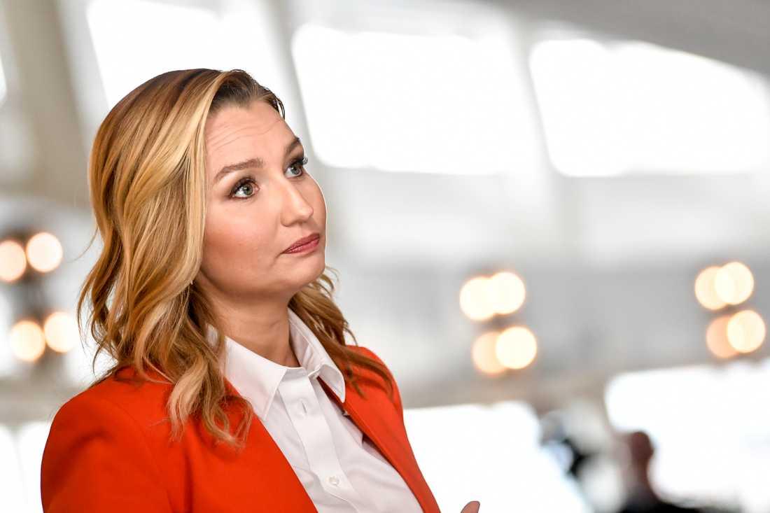 Ebba Busch är riksdagsledamot och partiledare (KD).