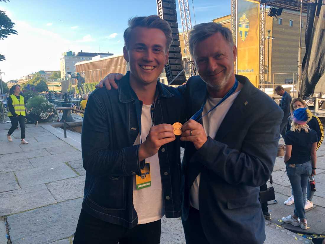 Viktor Olsson och Peter Gerhardsson på Götaplatsen