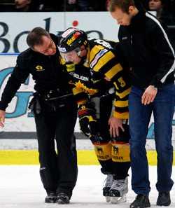 Niko Dimitrakos leds av isen.